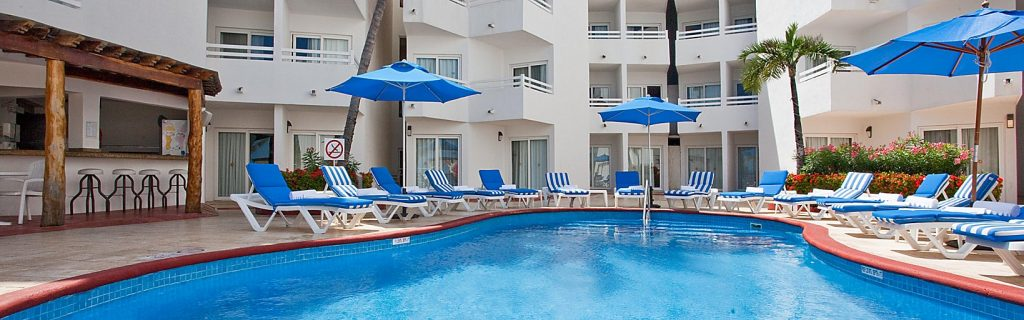 The grounds are pretty limited surrounding the two pools at the Holiday Inn Cancun Arenas. Photo by IHG.